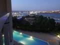 Vue sur la piscine et la mer Algarve-Location-Maison.com_avec éclairée.