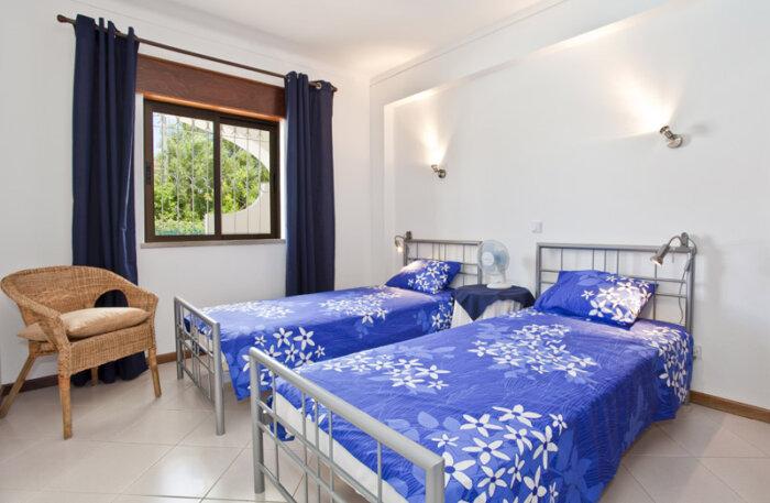 Appartement louer carvoeiro 207 premi re chambre for Appartement a louer a evere deux chambre