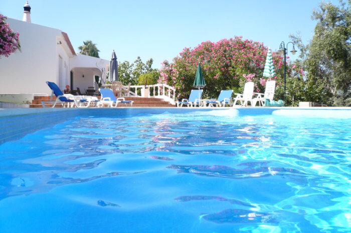 Lagos maria vue depuis la piscine algarve location - Location maison piscine portugal ...